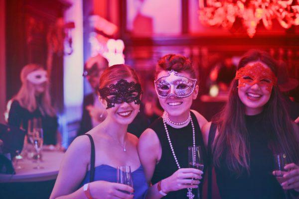 photo-of-women-wearing-masks-787961